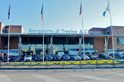 Treviso Airport Sant Angelo Taxi and chauffeur service on Mercedes V class, transfer by Mercedes Sclass, Minivan or VIANO