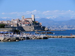 Antibes Taxi and chauffeur service on Mercedes V class, transfer by Mercedes Sclass, Minivan or VIANO
