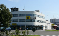 Antwerp Airport transfer by Mercedes E-class, S-class or minivan Viano-Vito