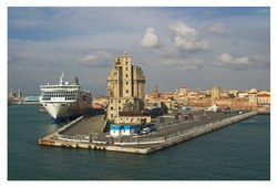 Livorno Cruise Port Taxi and chauffeur service on Mercedes V class, transfer by Mercedes Sclass, Minivan or VIANO