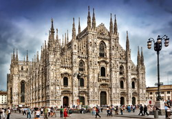 Milan Taxi and chauffeur service on Mercedes V class, transfer by Mercedes Sclass, Minivan or VIANO