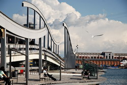 Puerto marítimo de Barcelona traslado en Mercedes E class, S class o minibús Viano-Vito