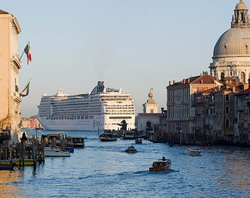 Venice Cruise Port Taxi and chauffeur service on Mercedes V class, transfer by Mercedes Sclass, Minivan or VIANO